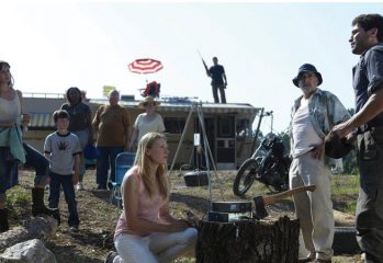 "the walking dead behind the scenes 349x240 - Inside The Walking Dead - Season premiere ""Days Gone Bye"""
