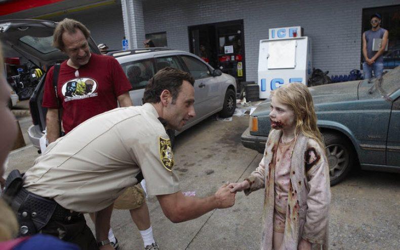 the walking dead zombie girl 790x494 - The Making Of The Walking Dead