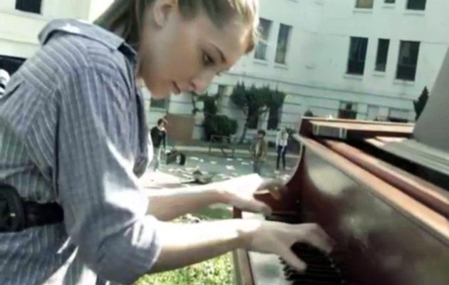 splash-2013-sonya-belosouva-pianist-walking-dead-theme