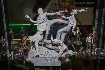 1897992 730280617016023 1548091851 n 368x245 - Upcoming The Walking Dead Toys, DVD Box Revealed at Toy Fair