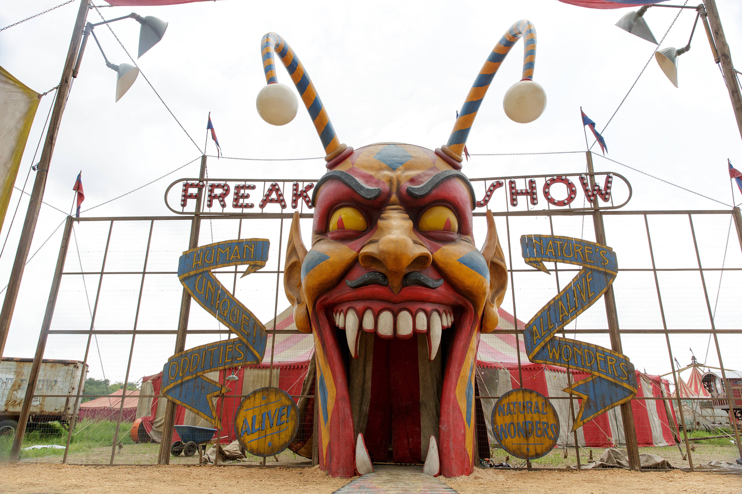 AHS 080414 0288 hires1 - American Horror Story: Freak Show 'Massacres and Matinees' Recap