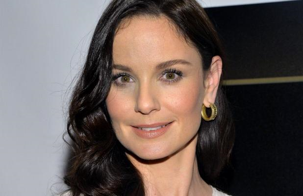 sar - Sarah Wayne Callies Will Appear In Colony
