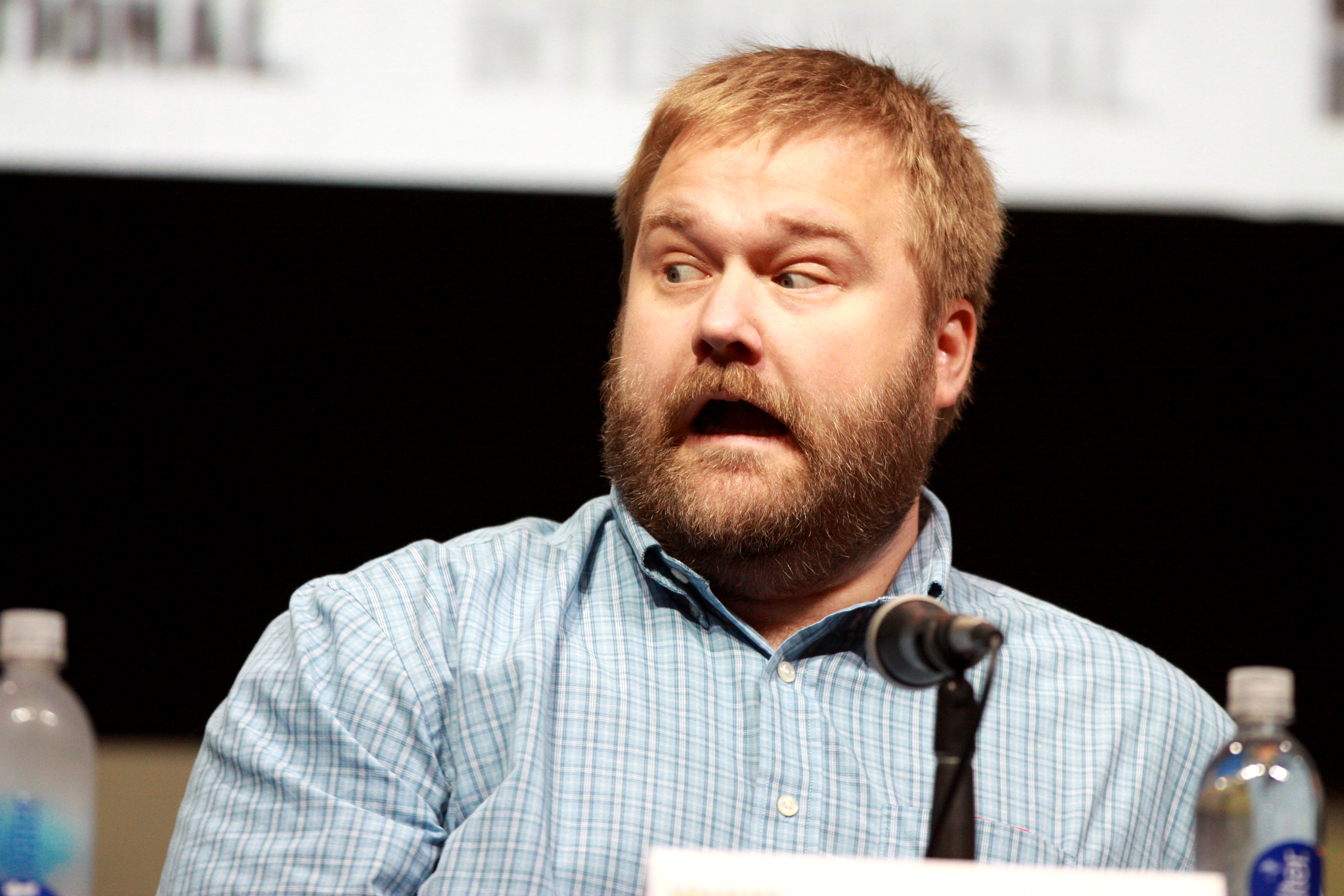 Robert Kirkman - Robert Kirkman Chats About Fear The Walking Dead