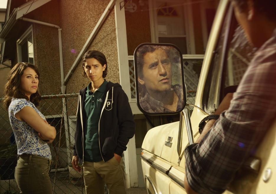 fear the walking dead season 1 gallery liza rodriguez chris henrie 935 - More Fear The Walking Dead Screengrabs For You