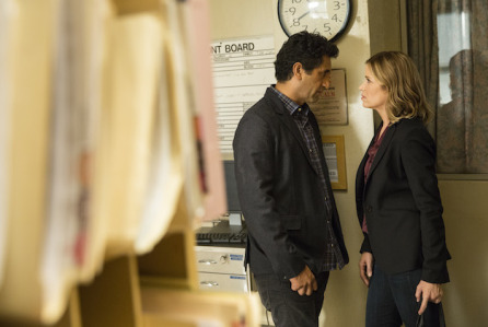 Cliff Curtis as Travis  and Kim Dickens as Madison - Fear the Walking Dead _ Season 1, Episode 1 - Photo Credit: Justin Lubin/AMC
