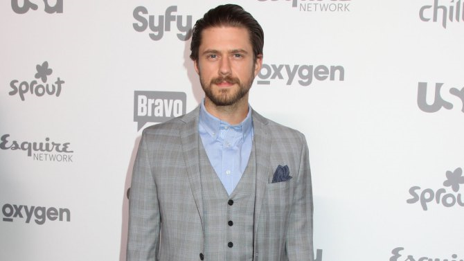 aar - Aaron Tveit Joins BrainDead Cast