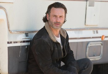 the walking dead episode 611 rick lincoln pre 800x600 349x240 - Andrew Lincoln's Thoughts On the Cliffhanger's Negative Reaction