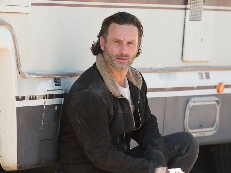 the walking dead episode 611 rick lincoln pre 800x600 790x593 - It's Time For Andrew Lincoln To Talk About His Mom
