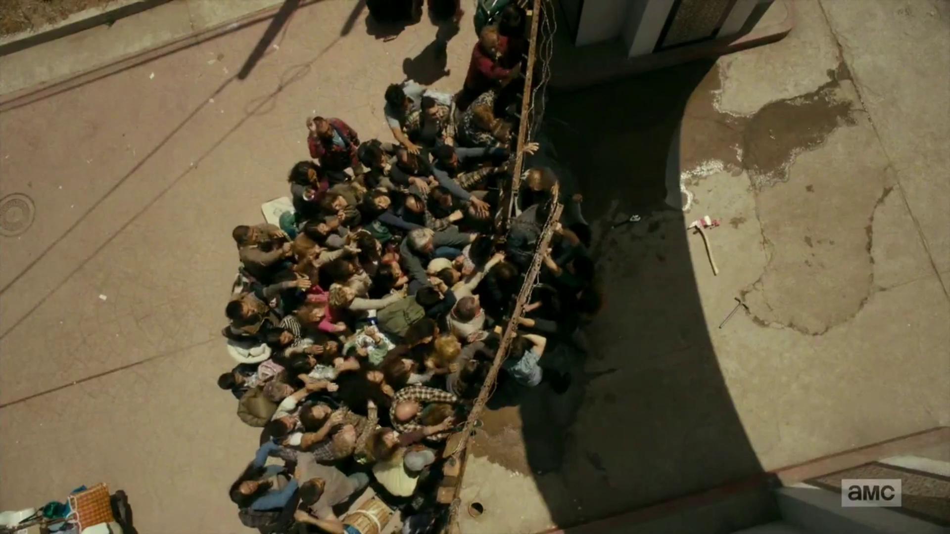 "vlcsnap 2016 09 27 18h10m27s155 - Fear The Walking Dead Recap: ""Date Of Death"""
