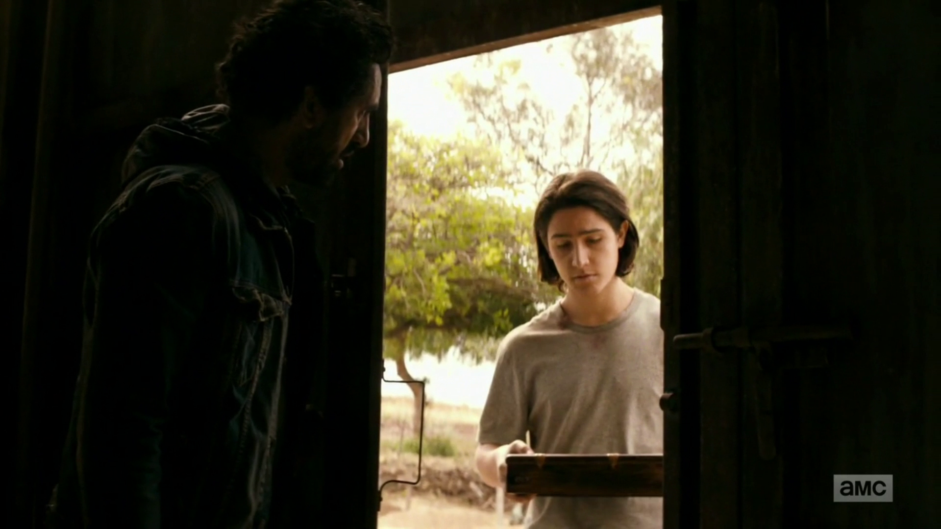 "vlcsnap 2016 09 27 19h41m16s117 - Fear The Walking Dead Recap: ""Date Of Death"""